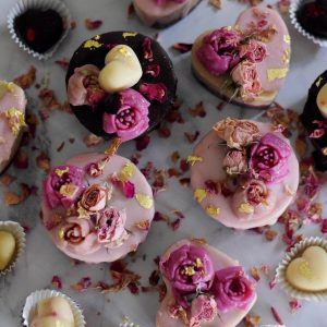 raspberry-chocolate-valentine's-cakes